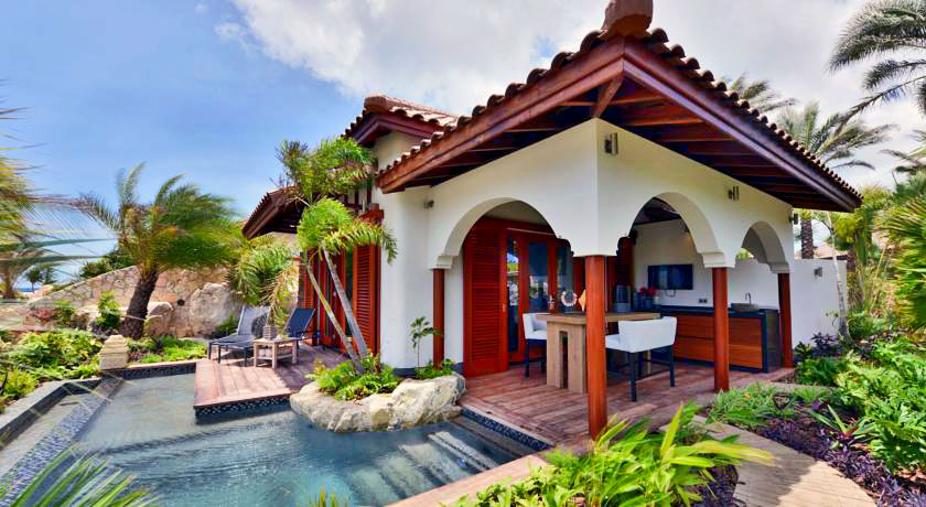 Luxury hotel with private pool villas suites baoase for Exclusive luxury accommodation
