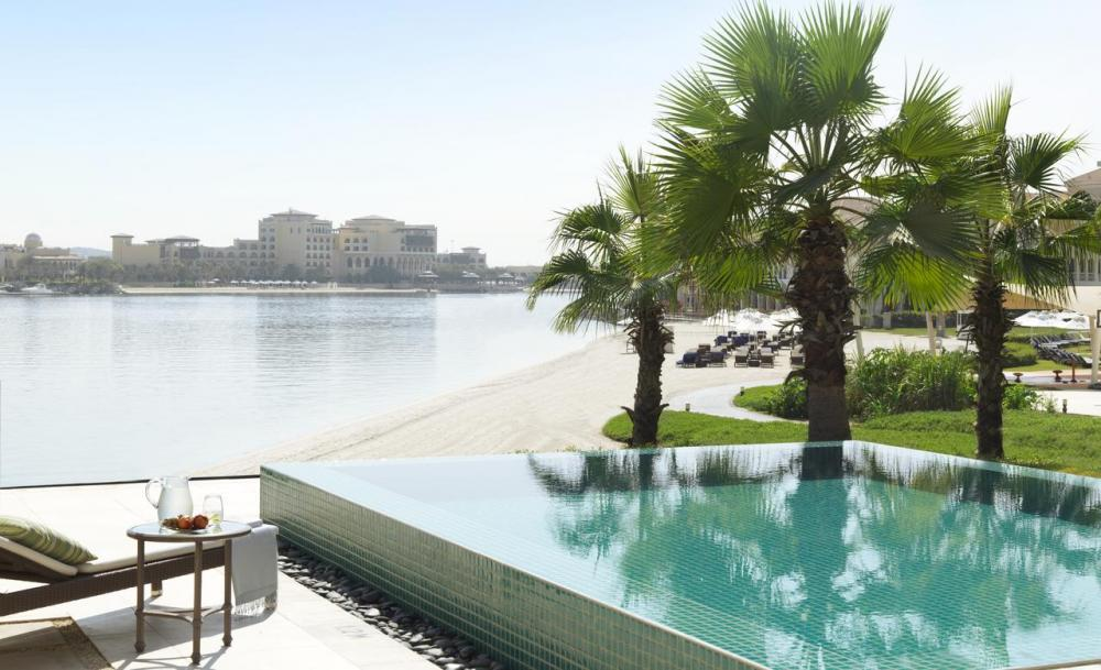 Hotel with private pool - The Ritz-Carlton Abu Dhabi, Grand Canal