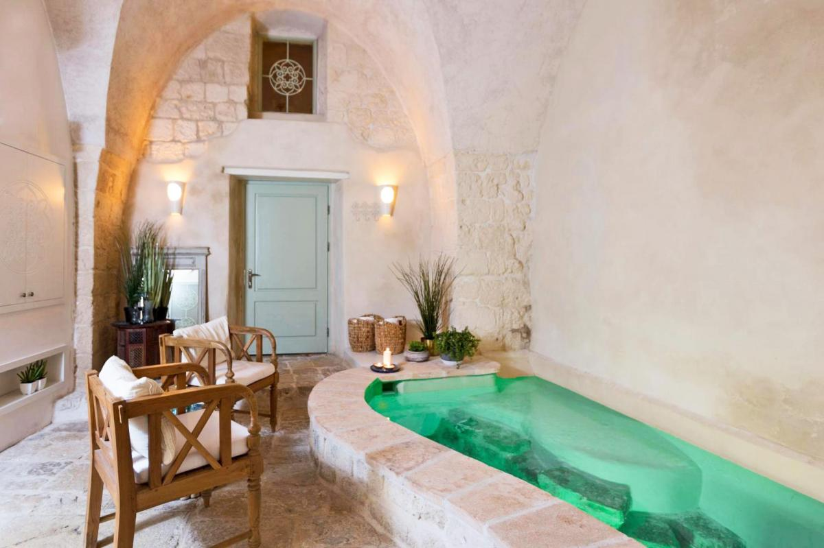 Hotel with private pool - Akotika boutique