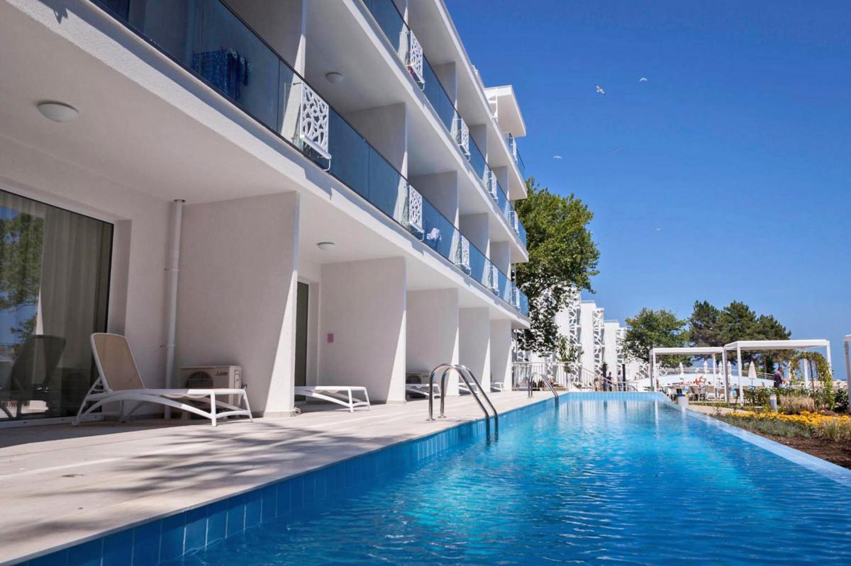 Hotel with private pool - Maritim Paradise Blue Hotel & Spa