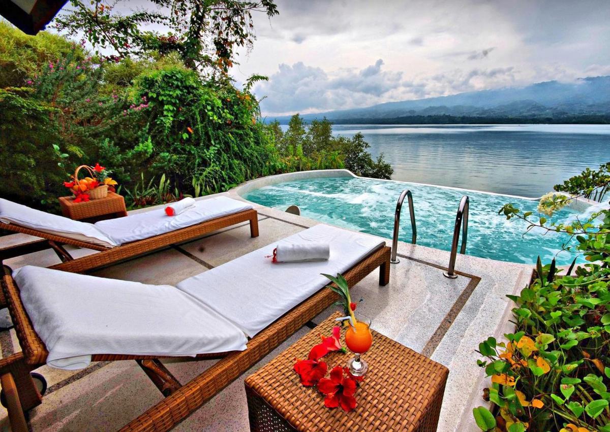 Hotel with private pool - Badian Island Wellness Resort