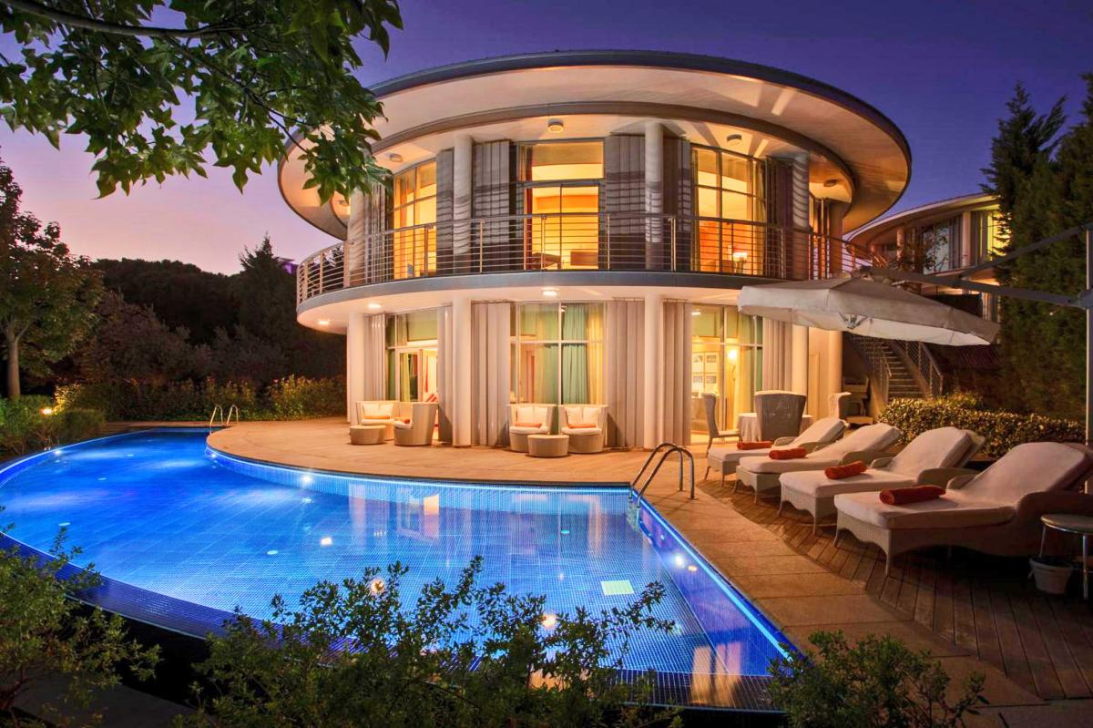Hotel with private pool - Calista Luxury Resort