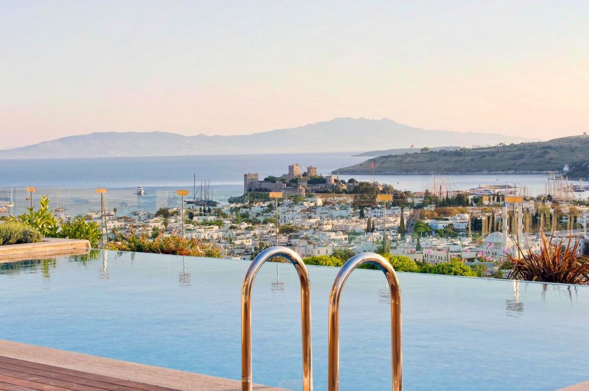 Hotel with private pool - Regnum Escana Hotel
