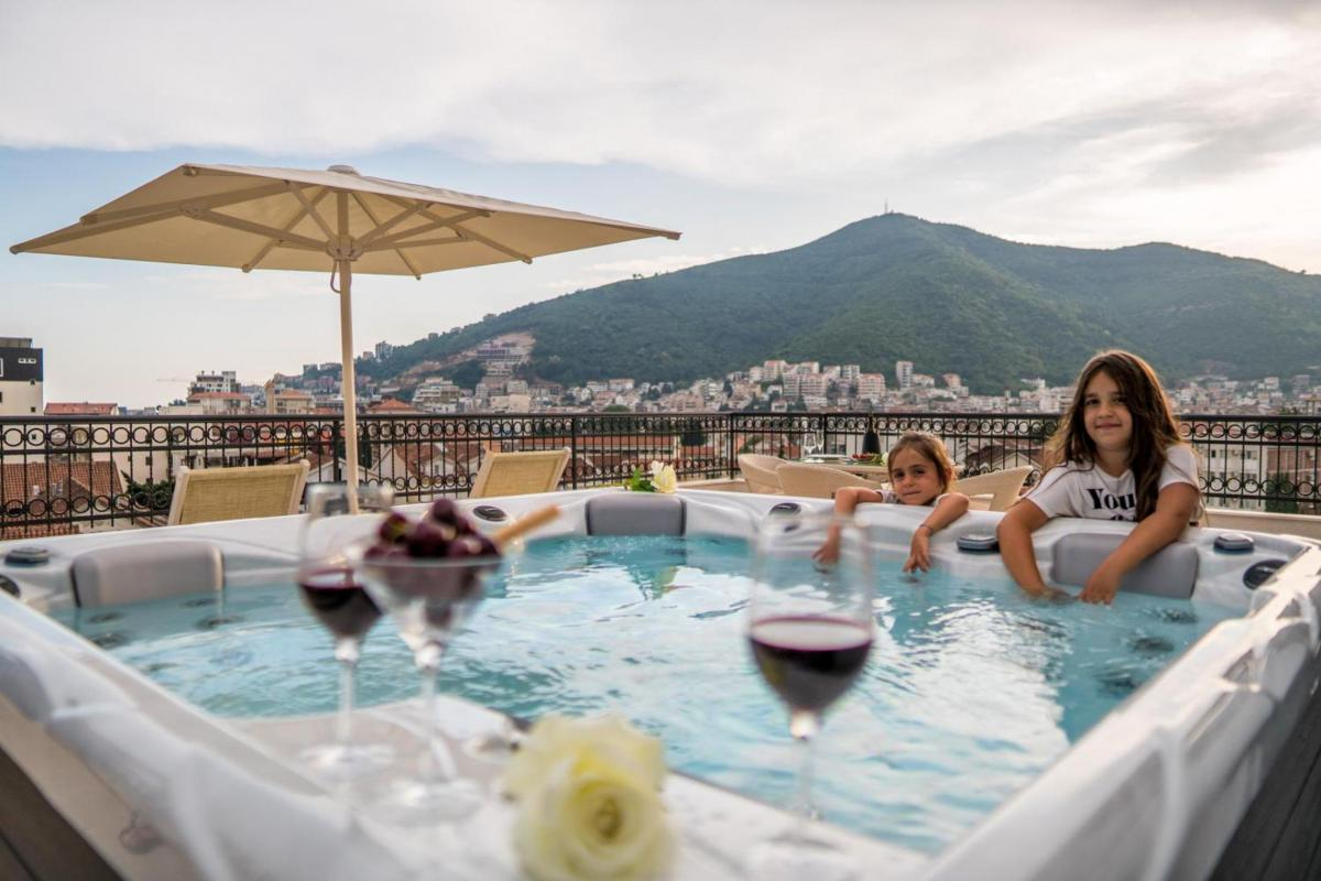 Hotel with private pool - Hotel Kadmo by Aycon