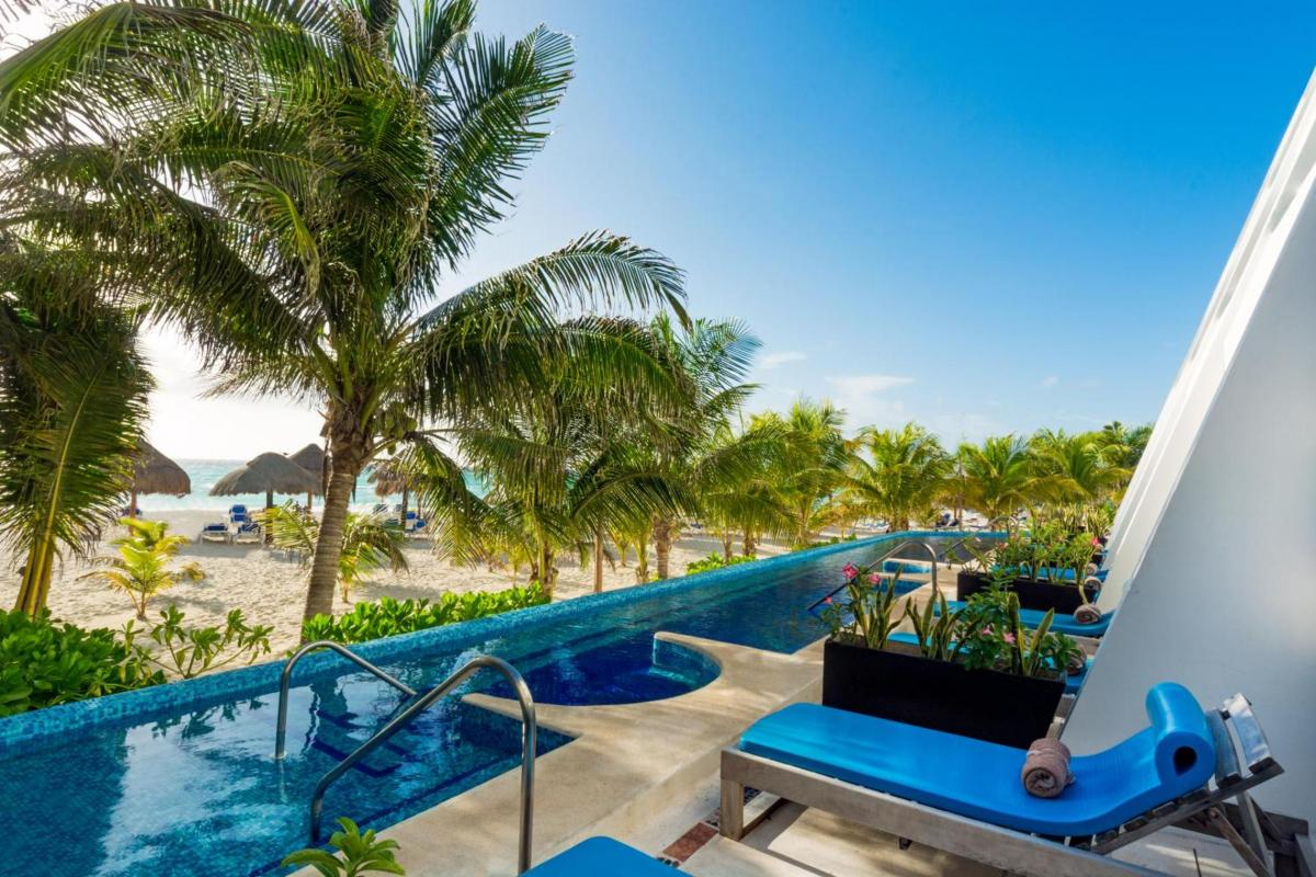 Hotel with private pool - Flamingo Cancun Resort