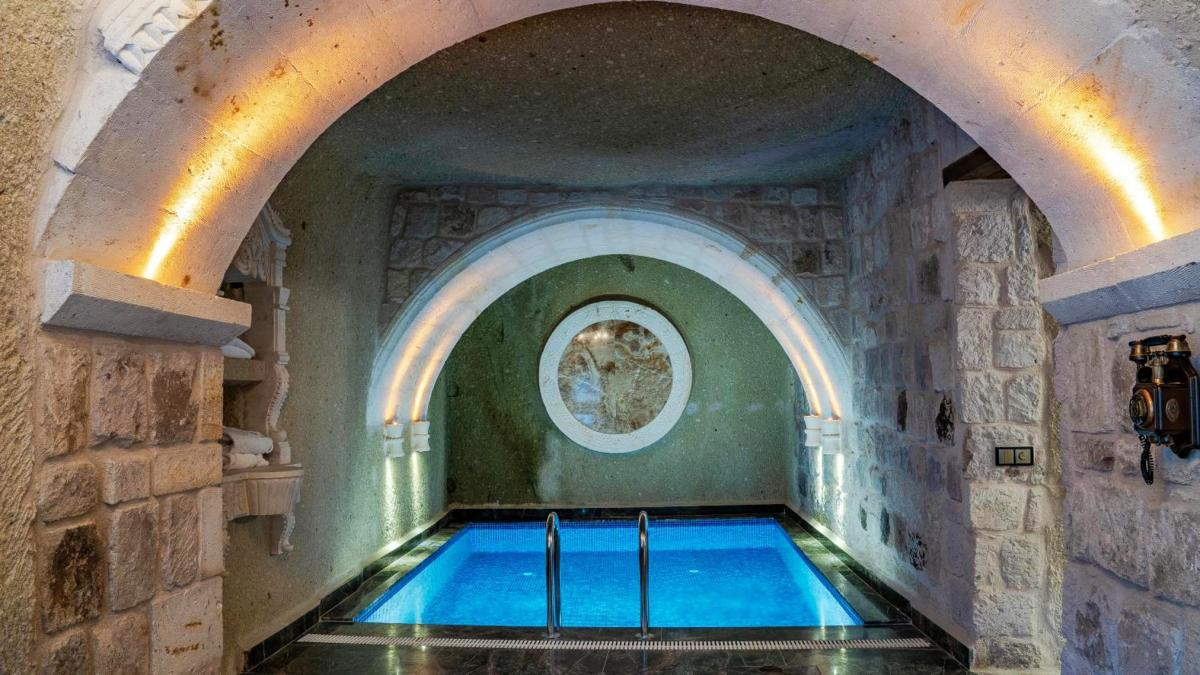 Hotel with private pool - Elika Cave Suites