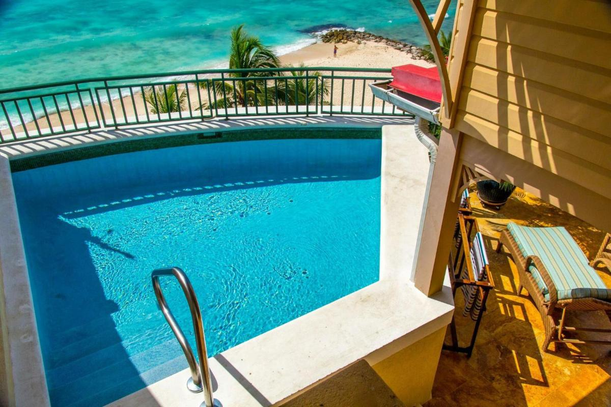 Hotel with private pool - White Sands Beach Condos