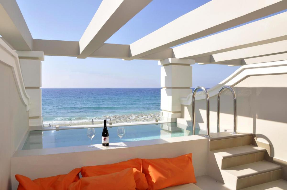 Hotel with private pool - Agios Gordios Beach Resort