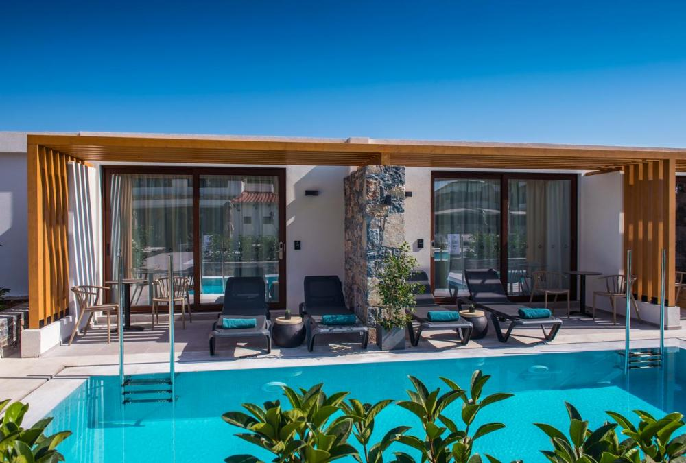 Hotel with private pool - Petousis Hotel & Suites