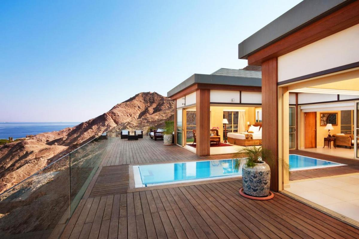 Hotel with private pool - Royal Shangri-La