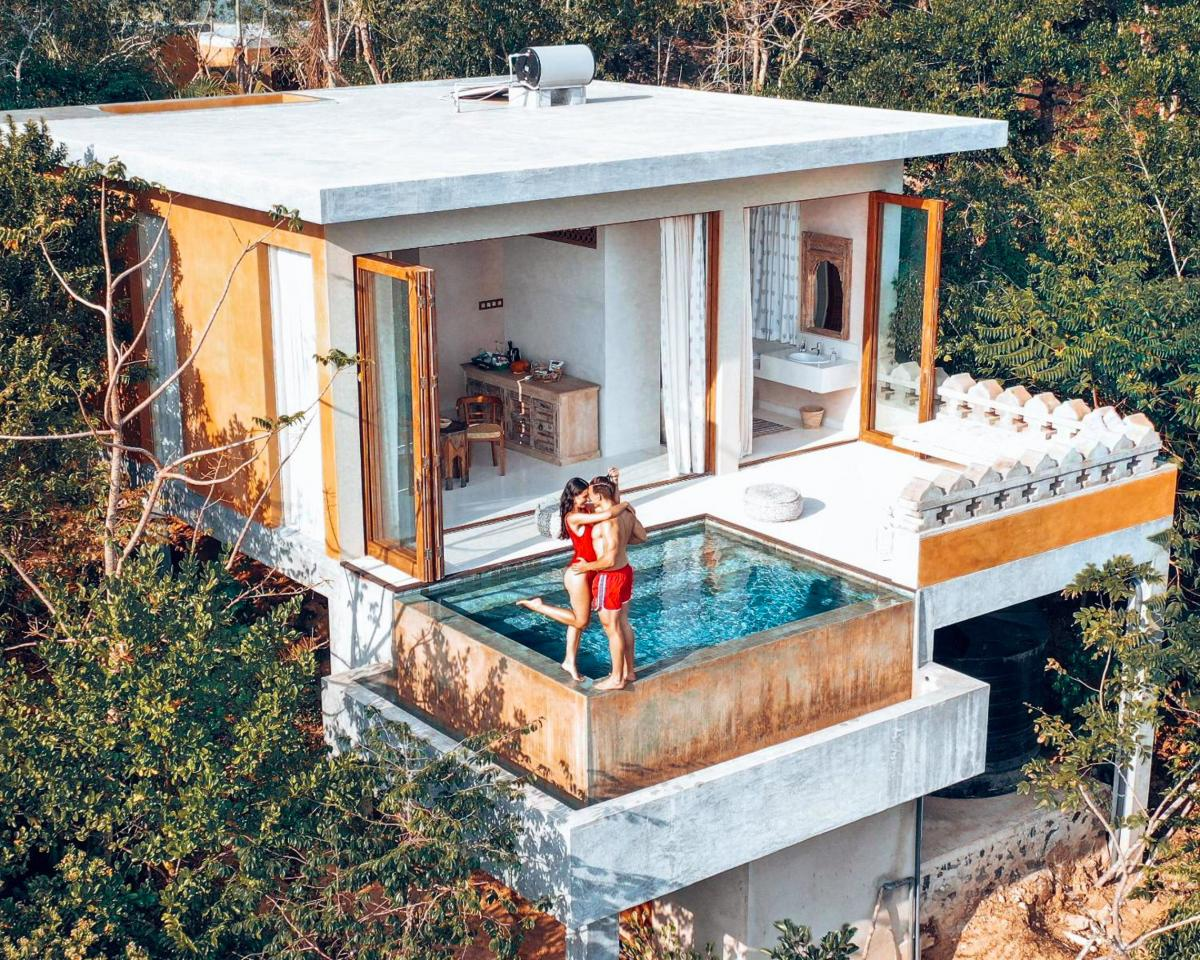 Hotel with private pool - Malabar Hill