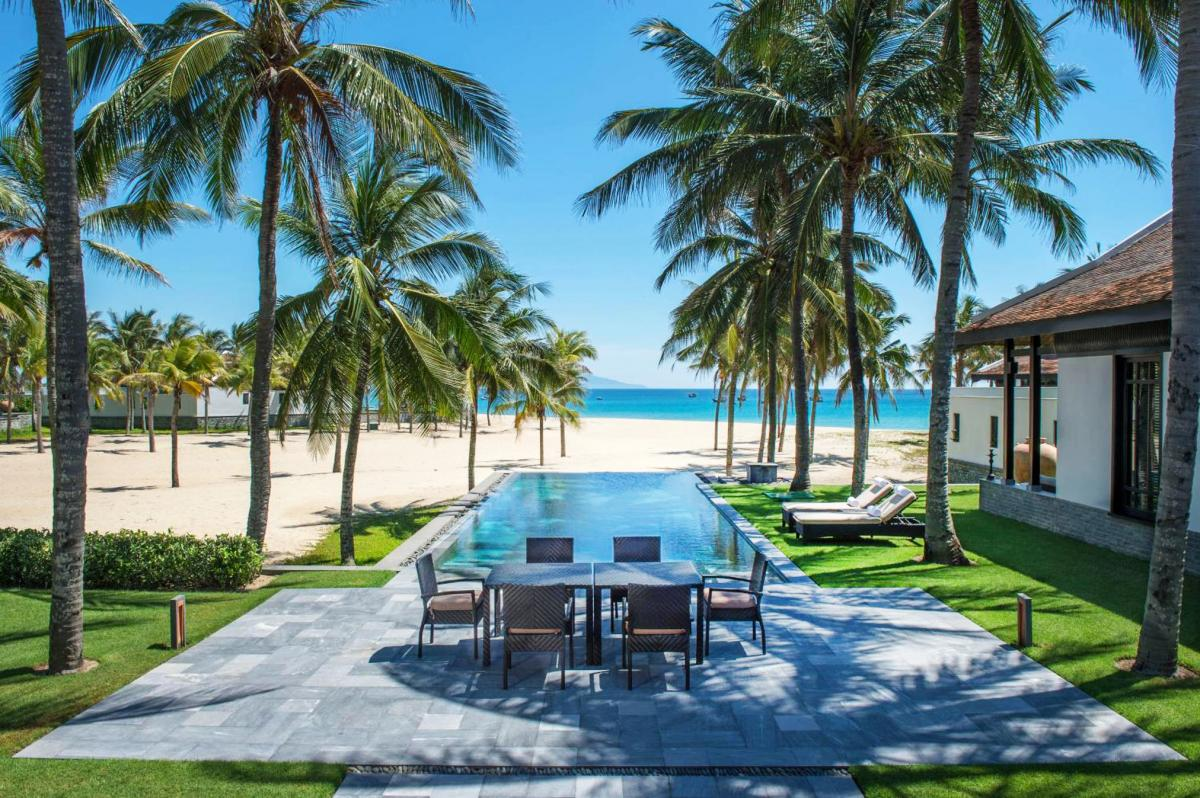 Hotel with private pool - Four Seasons The Nam Hai
