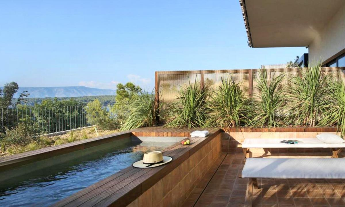 Hotel with private pool - Maslina Resort