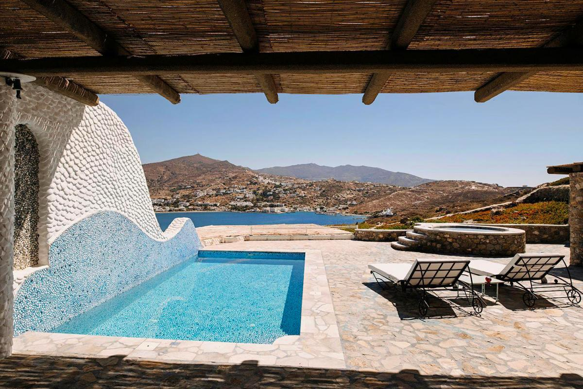 Hotel with private pool - Agalia Luxury Suites