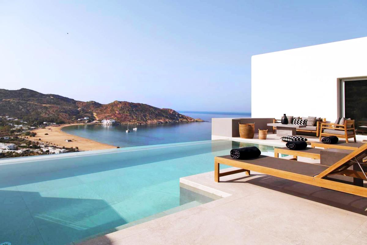 Hotel with private pool - Hide Out Suites