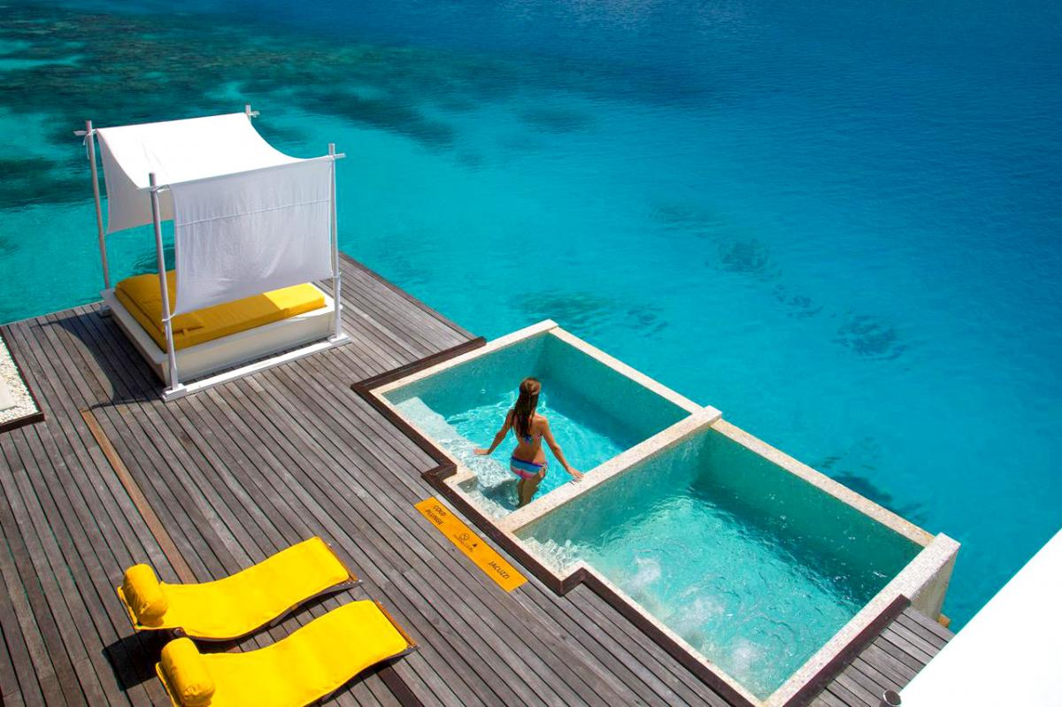 Hotel with private pool - Coco Bodu Hithi