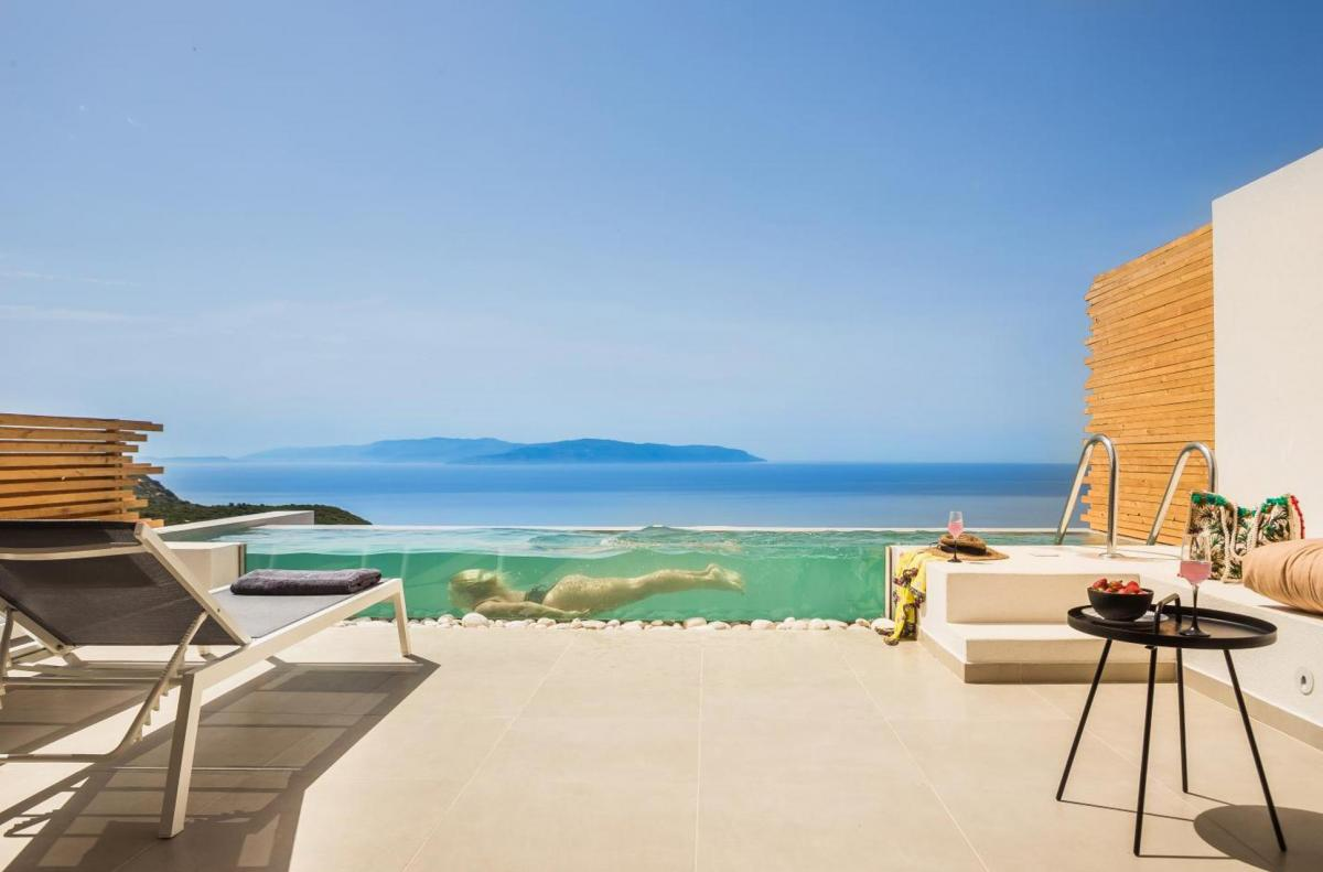 Hotel with private pool - Kefalonian Escape Suites