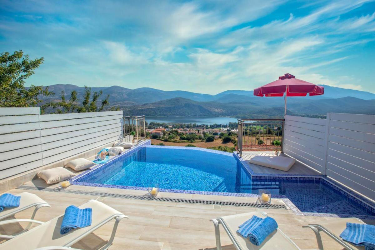 Hotel with private pool - The