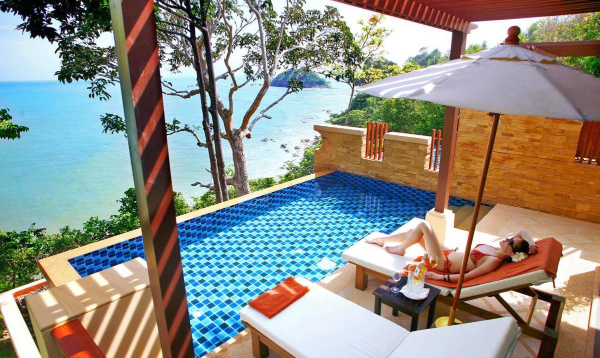 Hotel with private pool - Crown Lanta Resort & Spa