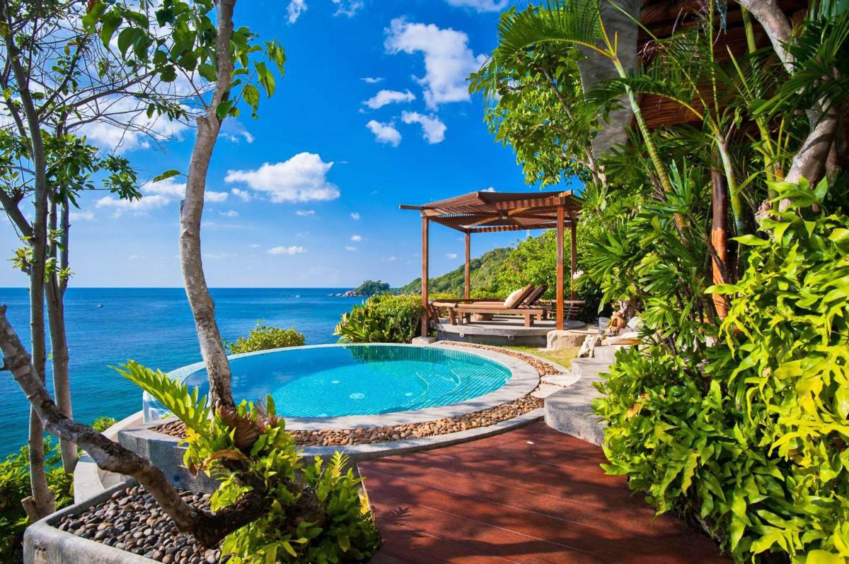Hotel with private pool - View Point Resort