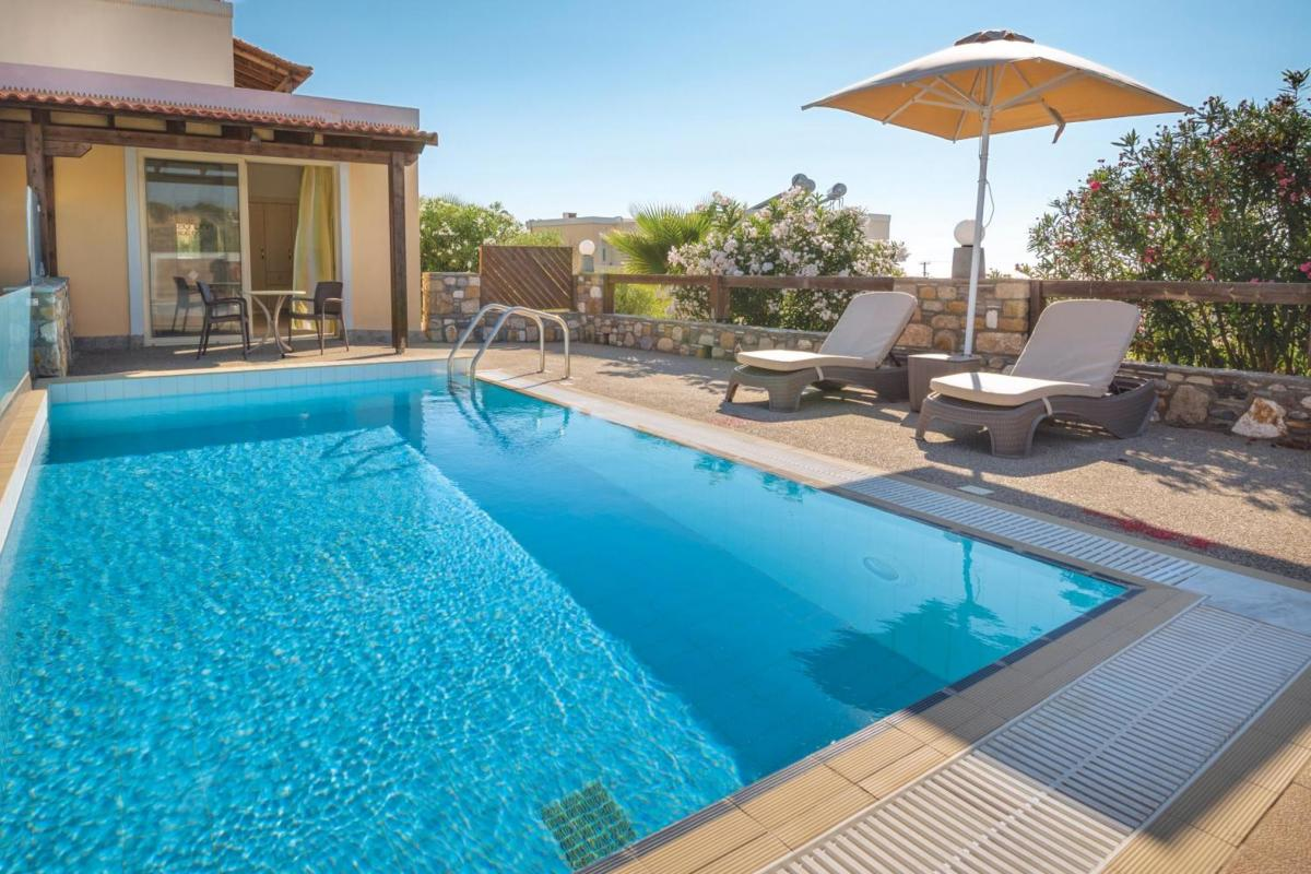 Hotel with private pool - Kouros Palace