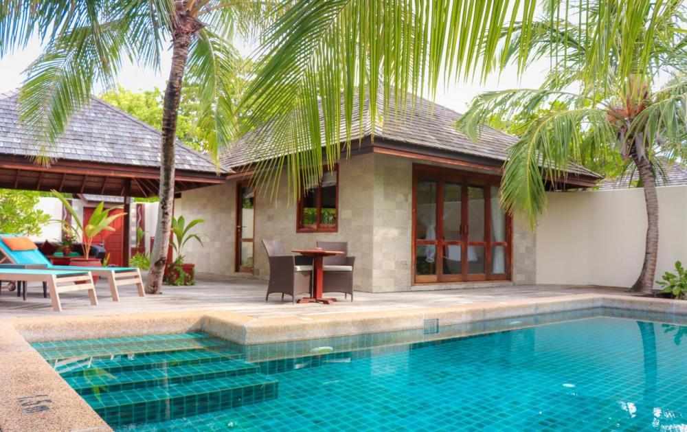 Hotel with private pool - Kuredu Island Resort & Spa
