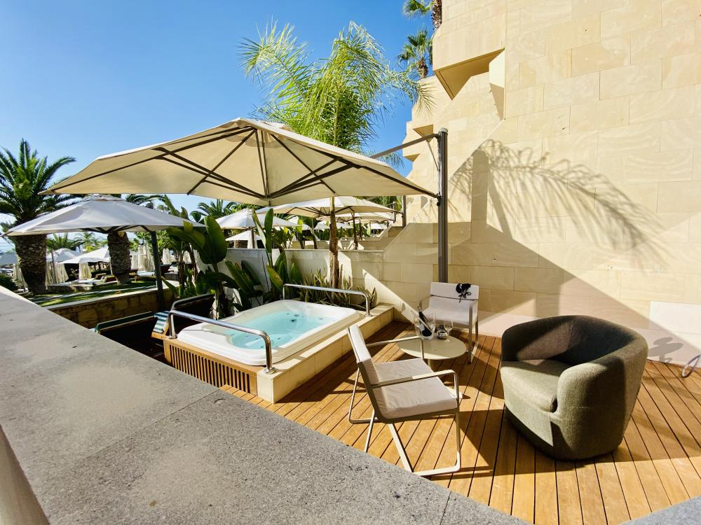 Hotel with private pool - Four Seasons Hotel