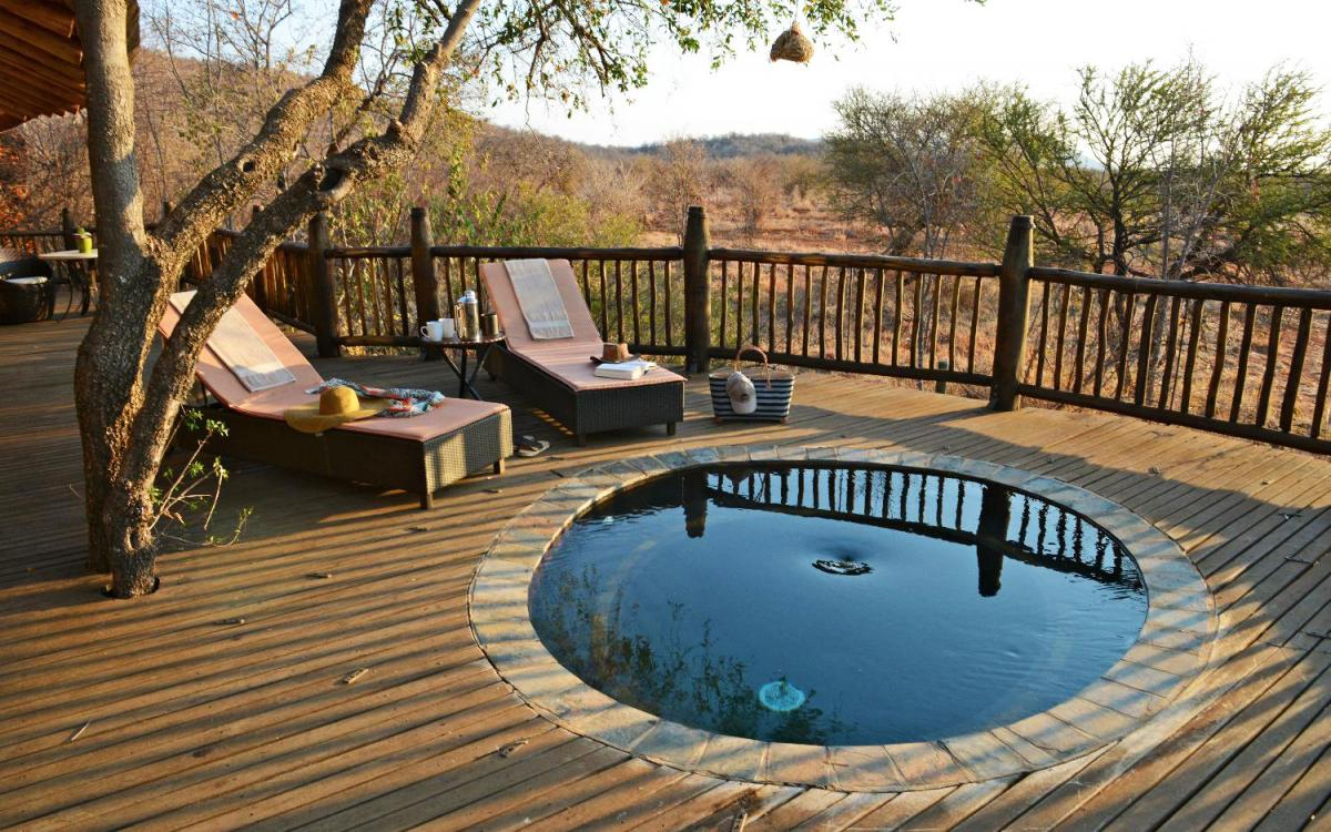 Hotel with private pool - Etali Safari Lodge