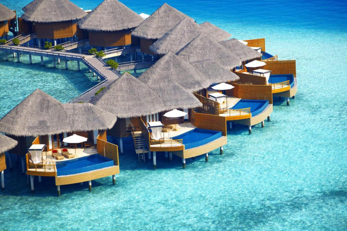 Hotel with private pool - Baros Maldives