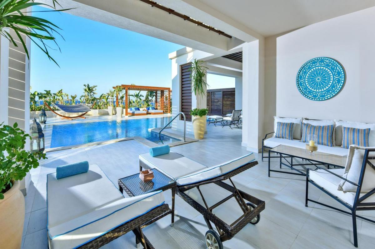 Hotel with private pool - Alaya