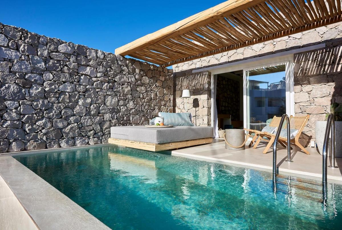 Hotel with private pool - Artemis Deluxe Rooms