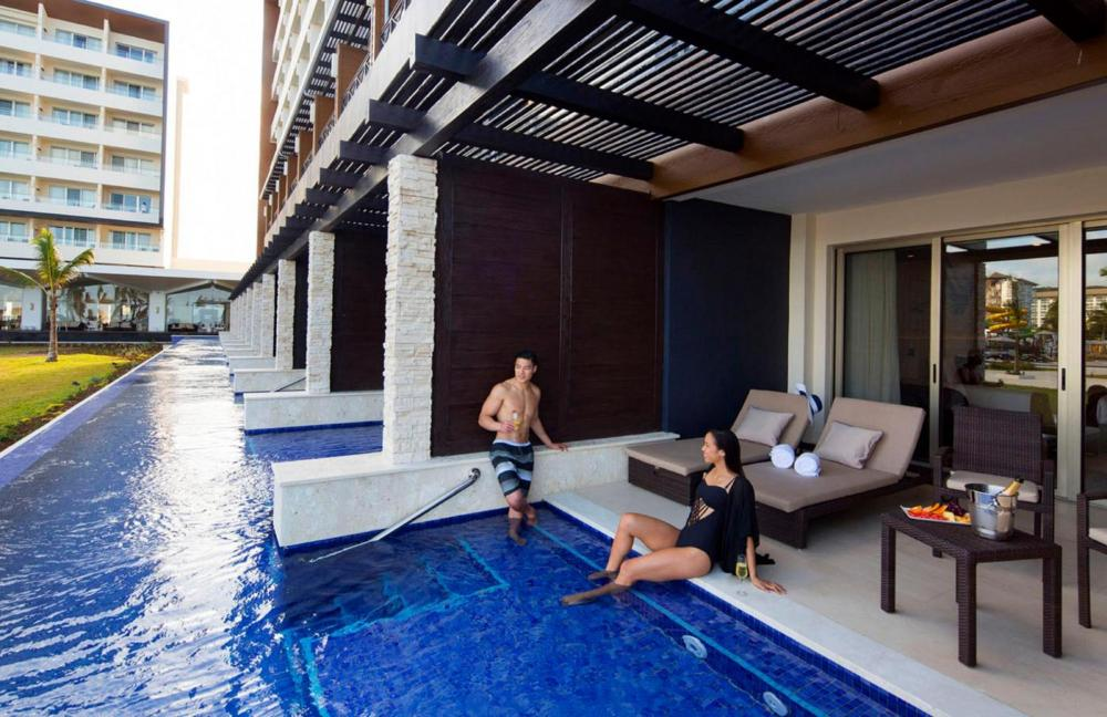 Hotel with private pool - Royalton Blue Waters Resort & Spa All Inclusive