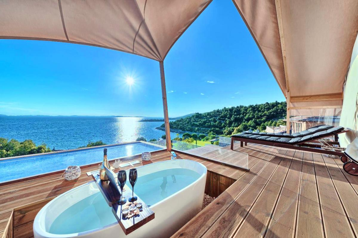 Hotel with private pool - Golden Haven Luxe Glamp Resort