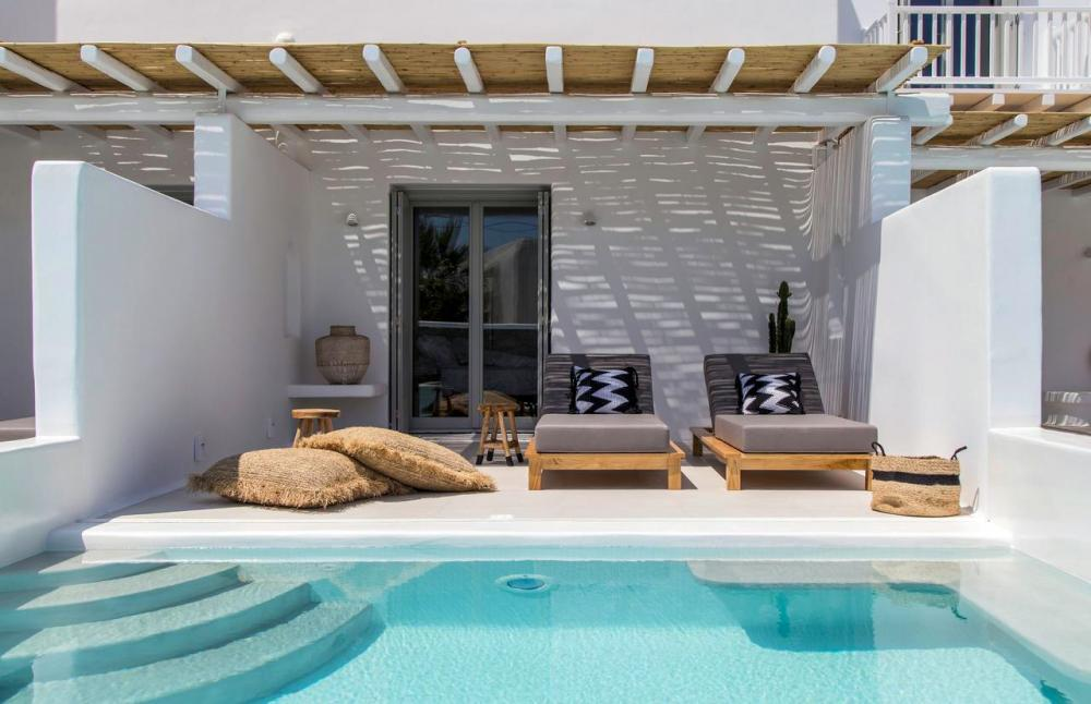 Hotel with private pool - Adorno Beach Hotel and Suites