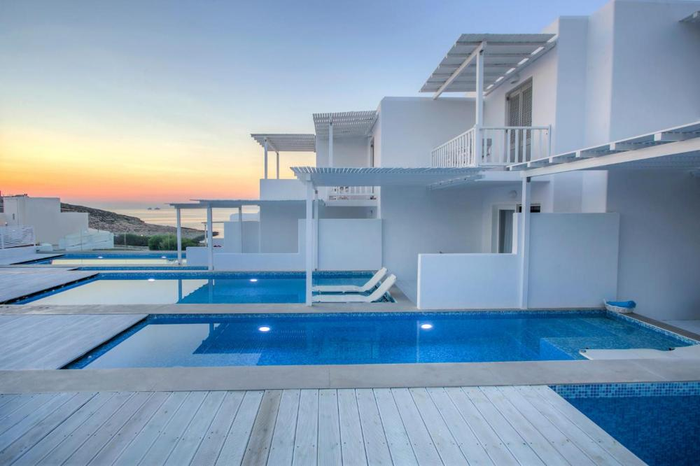 Hotel with private pool - Minois Village Boutique Suites & Spa