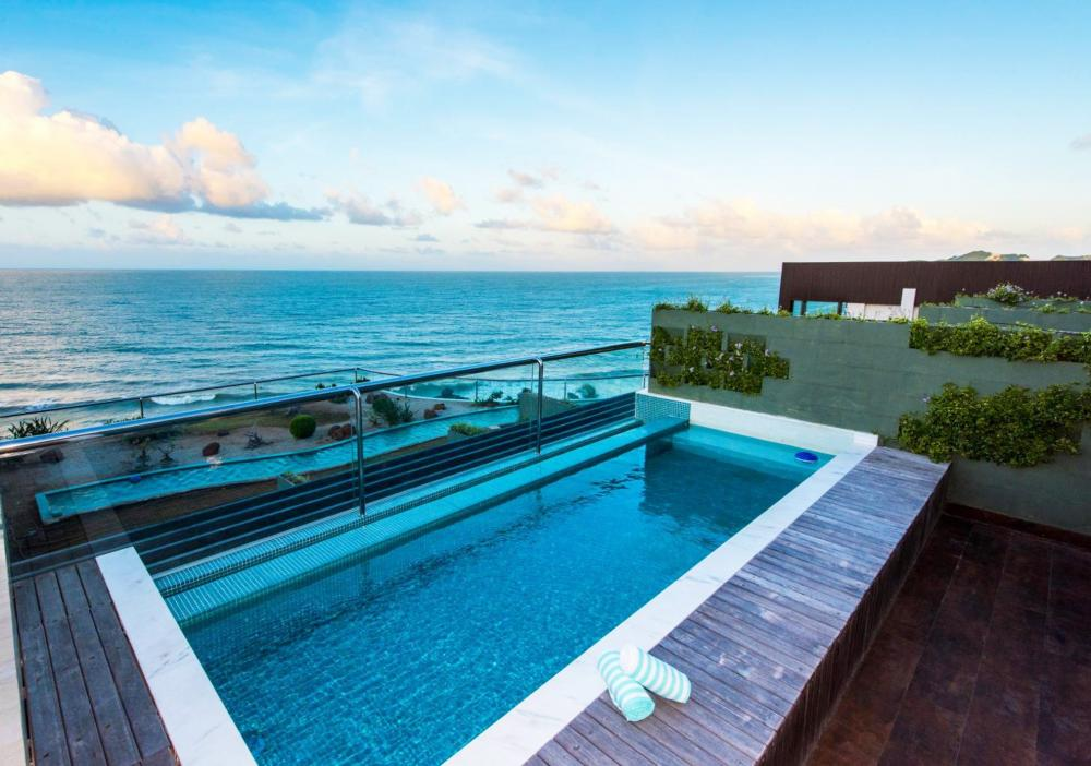 Hotel with private pool - Vogal Luxury Beach Hotel & SPA