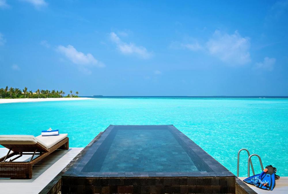 Hotel with private pool - Mövenpick Resort Kuredhivaru Maldives