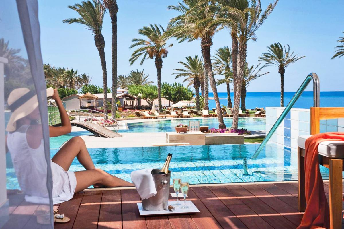 Hotel with private pool - Constantinou Bros Asimina Suites Hotel