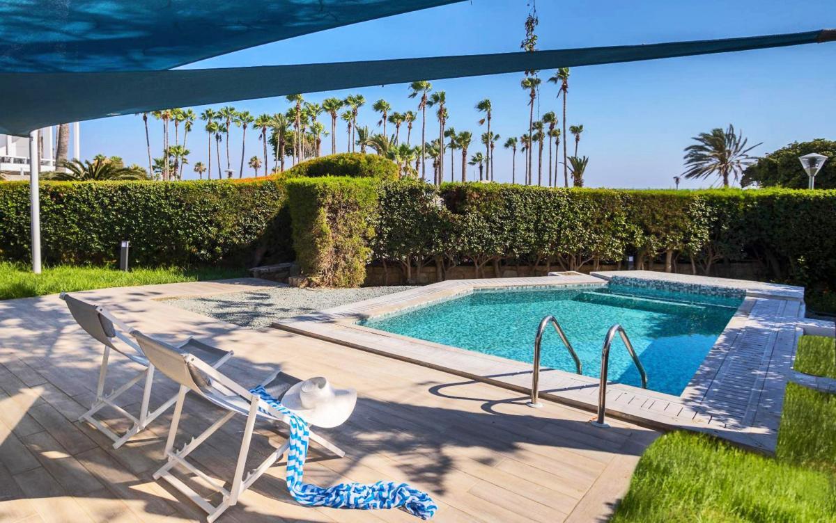 Hotel with private pool - Leonardo Plaza Cypria Maris Beach Hotel & Spa