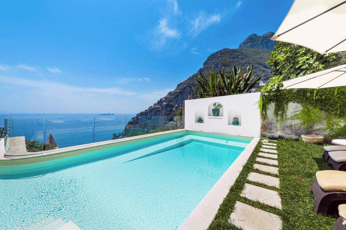 Hotel with private pool - Villa Magia