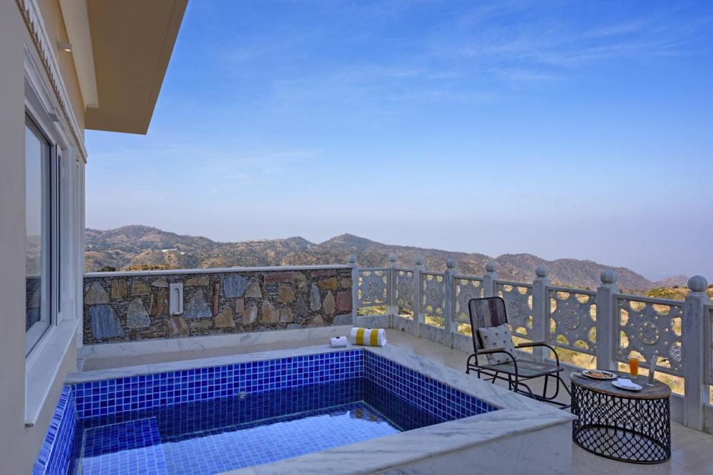 Hotel with private pool - Fateh Safari Suites
