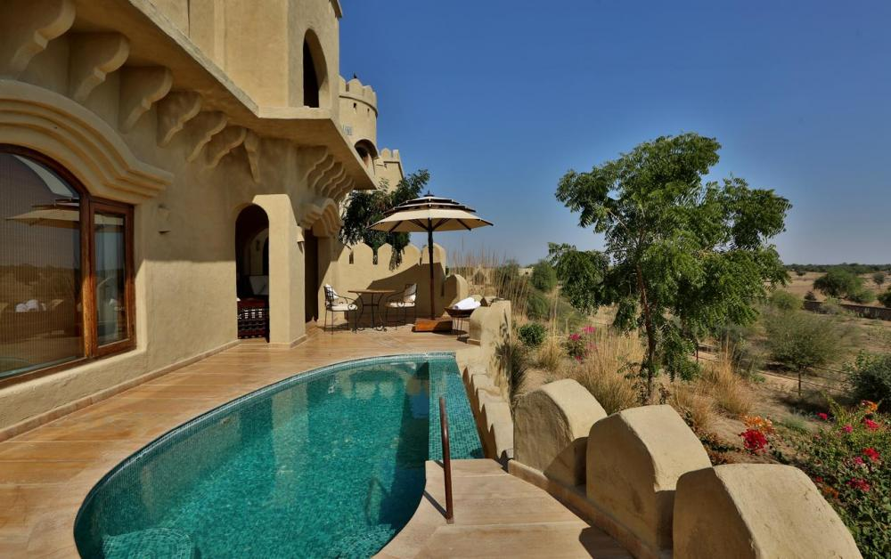 Hotel with private pool - Mihir Garh