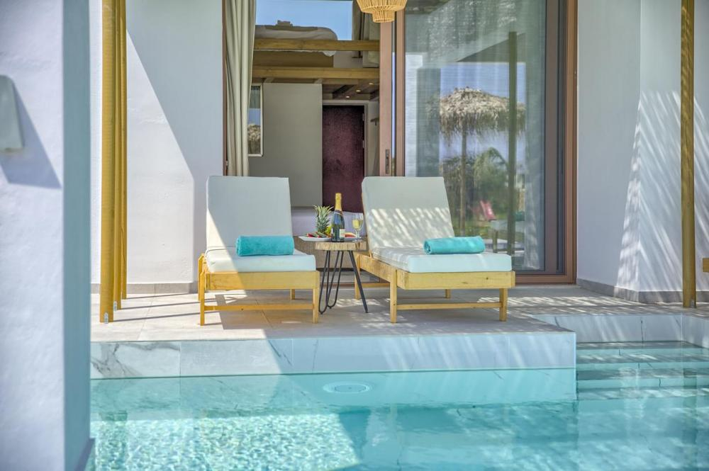 Hotel with private pool - Alia Luxury Suites