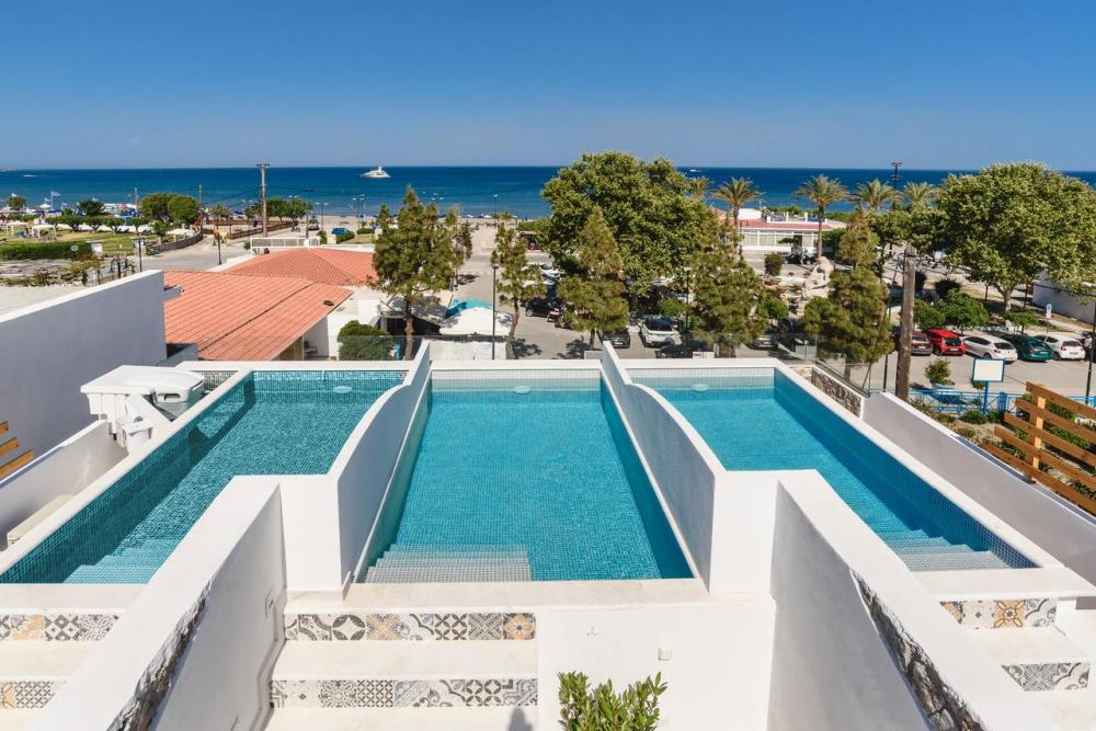 Hotel with private pool - Mylos Luxury Escape