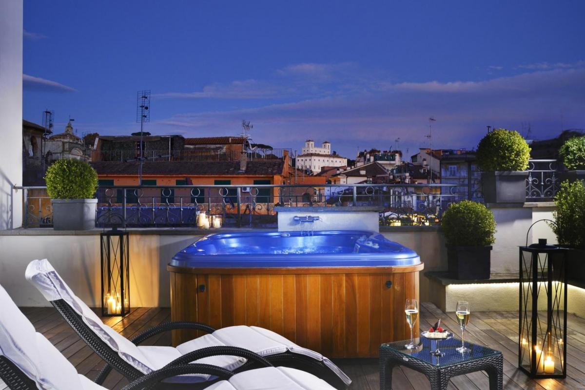 Hotel with private pool - The First Roma Arte