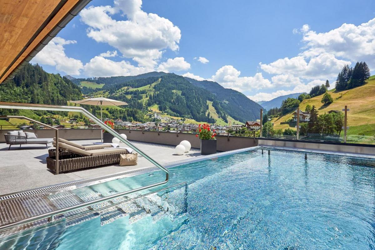 Hotel with private pool - DAS EDELWEISS - Salzburg Mountain Resort
