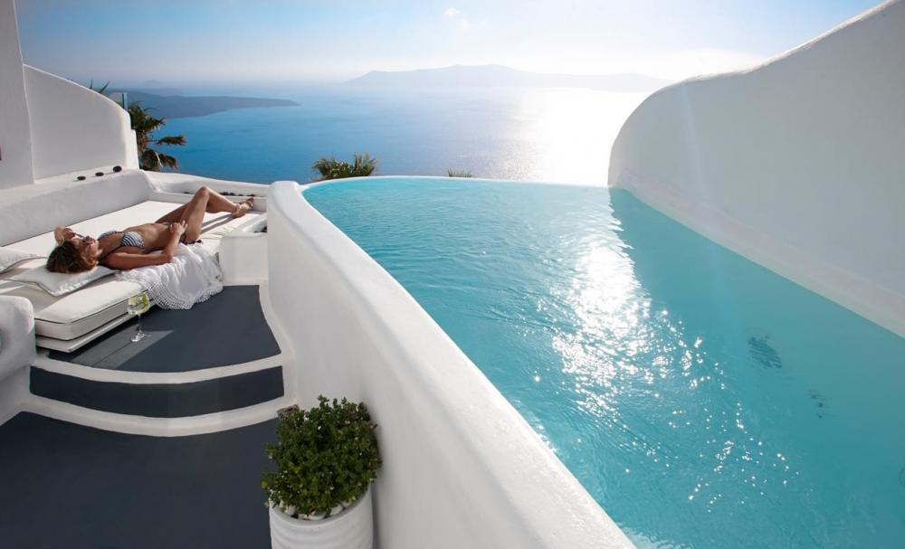 Hotel with private pool - Dana Villas & Infinity Suites
