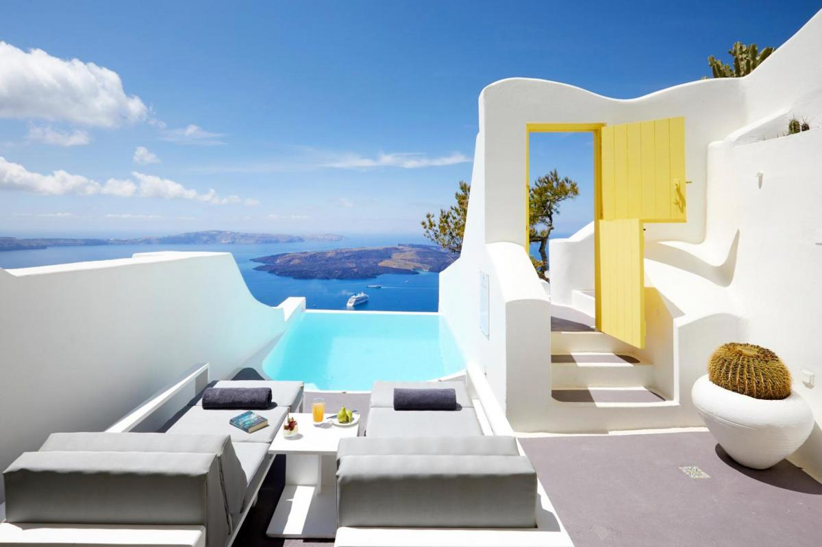Hotel with private pool - Dreams Luxury Suites