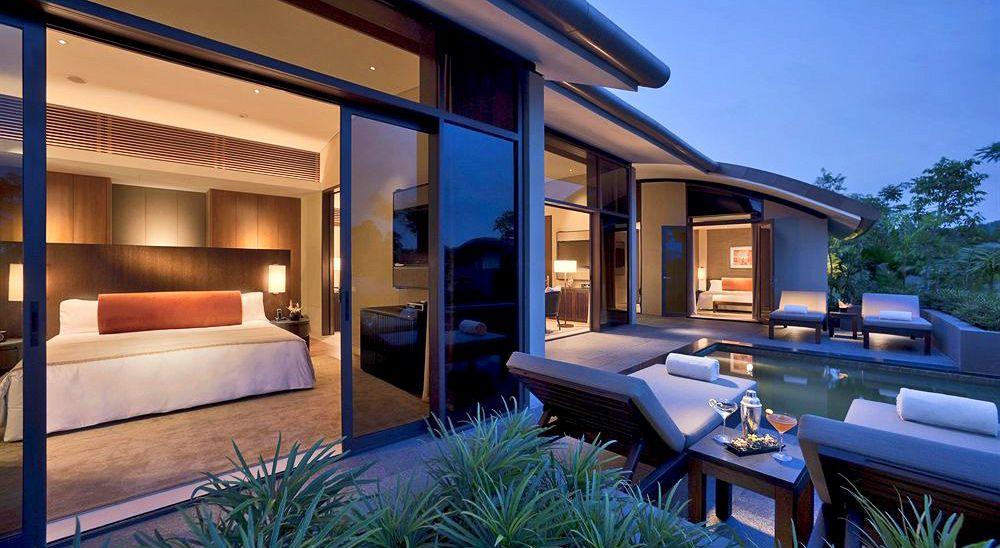 Hotel with private pool - Capella Hotel