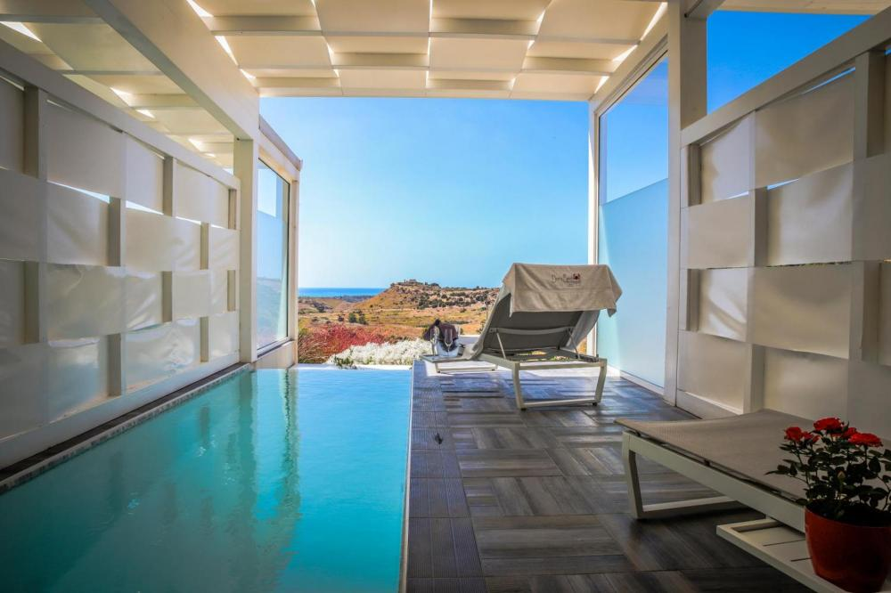 Hotel with private pool - Doric Boutique Hotel